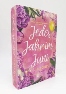 https://www.penguinrandomhouse.de/Paperback/Jedes-Jahr-im-Juni-Der-romantische-Bestseller-des-Jahres/Lia-Louis/Penguin/e565321.rhd
